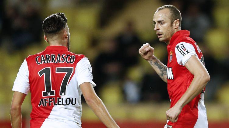 Dimitar Berbatov (à droite) est attendu par Leonardo Jardim, ce soir à Nice et mercredi contre Arsenal (VALERY HACHE / AFP)