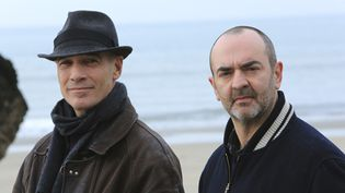 "Jean-Marc Barr et Bruno Solo dans ""Deux flics sur les docks""  (Francetv)"