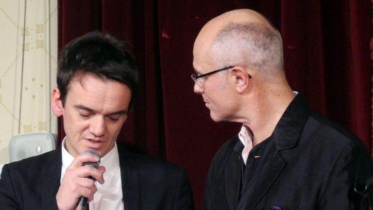 Stéphane Kerecki, lauréat touché mais heureux, auprès de François Lacharme, président de l'Académie du Jazz.  (Annie Yanbékian)