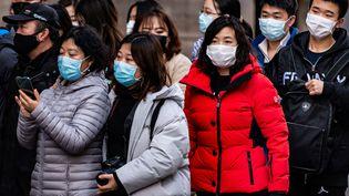 Des touristes asiatiques portant des masques à Paris, le 31 janvier 2020. (AFP)