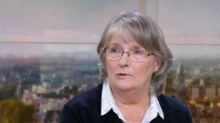 Elle était devenue un vrai symbole des violences conjugales. Jacqueline Sauvage est décédée à l'âge de 72 ans. Elle avait été condamnée pour le meurtre de son mari violent avant d'être graciée par le président François Hollande en 2016. (FRANCE 2)