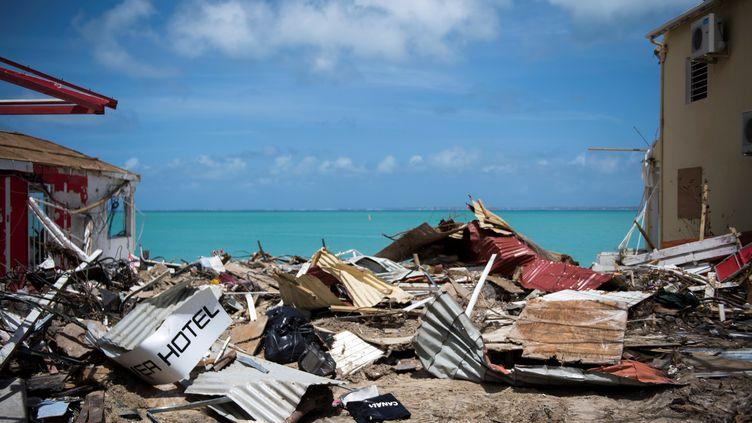 Les décombres de maisons détruitesà Grand-Case, le 11 septembre 2017, après le passage de l'ouragan Irma sur l'île de Saint-Martin. (MARTIN BUREAU / AFP)