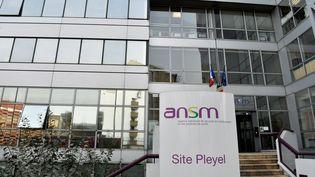 L'entrée de l'Agence nationale de sécurité du médicament(ANSM), le 17 octobre 2017, à Paris. (ALAIN JOCARD / AFP)