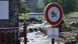 Le village de Goudet, en Haute-Loire, après le violent orage du mardi 13 juin. (PHOTO R?MY PERRIN / MAXPPP)