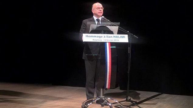(Le ministre de l'intérieur Bernard Cazeneuve lors de sa prise de parole à l'hommage rendu à Ilan Halimi © RADIOFRANCE / CHAUVIN)