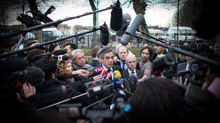 Le candidat à la présidentielle François Fillon devant la presse avant un meeting à Compiègne (Oise), le 15 février 2017. (MAXPPP)