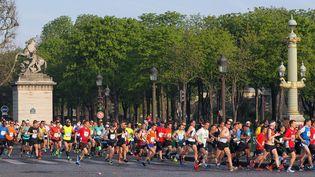 54 000coureurs ont participé au39e Marathon de Paris, le 12 avril 2015. (MUSTAFA YALCIN / ANADOLU AGENCY / AFP)