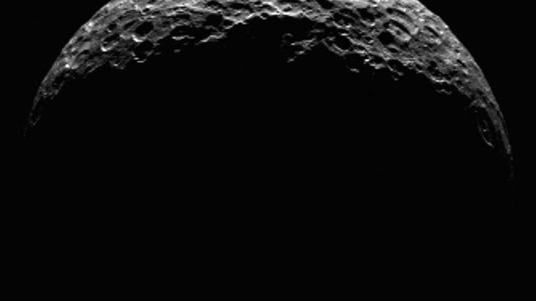 La planète naine Cérès, située entre Mars et Jupiter, photographiée par la sonde américaine Dawn, le 10 avril 2015. (NASA / AFP)