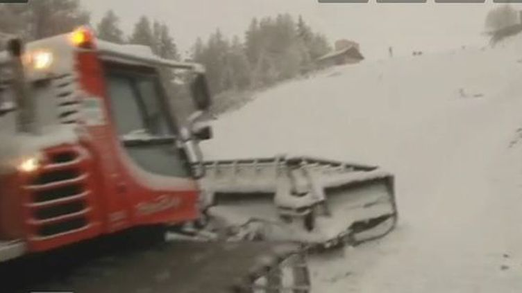 Dameuse à Valloire (Savoie) - 6 décembre 2011 (Vidéeo :Etienne Prigent et Philippe Evêque / France 2)