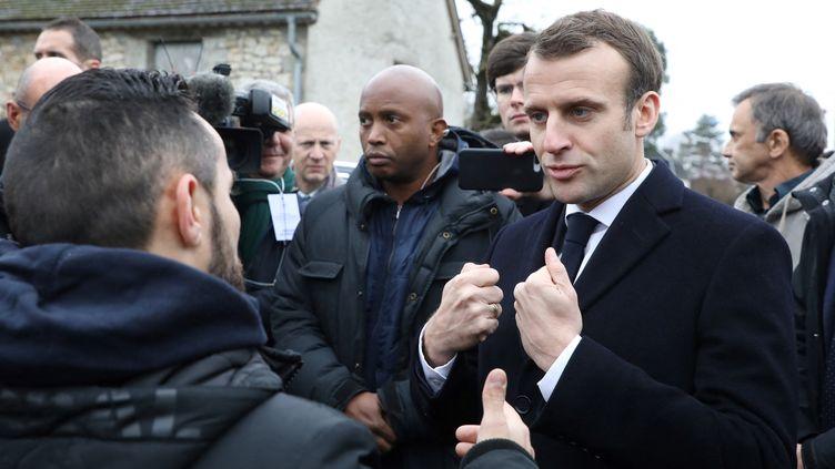 Emmanuel Macron dans la commune de Saint-Sozy, dans le lot, en janvier 2019. (LUDOVIC MARIN / POOL / AFP)