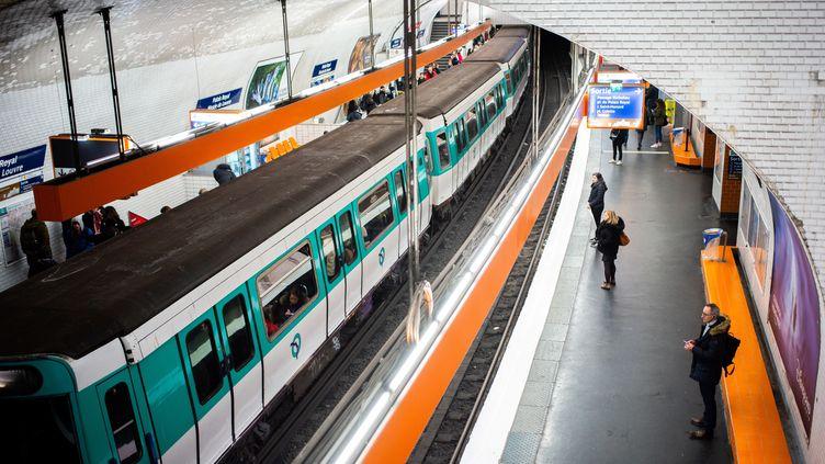 Grève contre la réforme des retraites dans le métro parisien, le 10 janvier 2020. (MARTIN BUREAU / AFP)