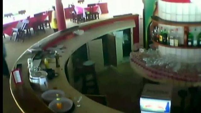 Côte d'Ivoire : les images de l'attaque terroriste à Grand-Bassam filmées par la vidéosurveillance