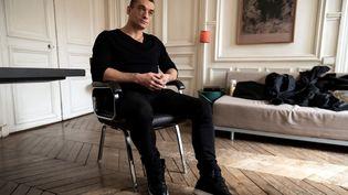 Piotr Pavlenskilors d'une interview, le 14 février 2020, à Paris. (LIONEL BONAVENTURE / AFP)