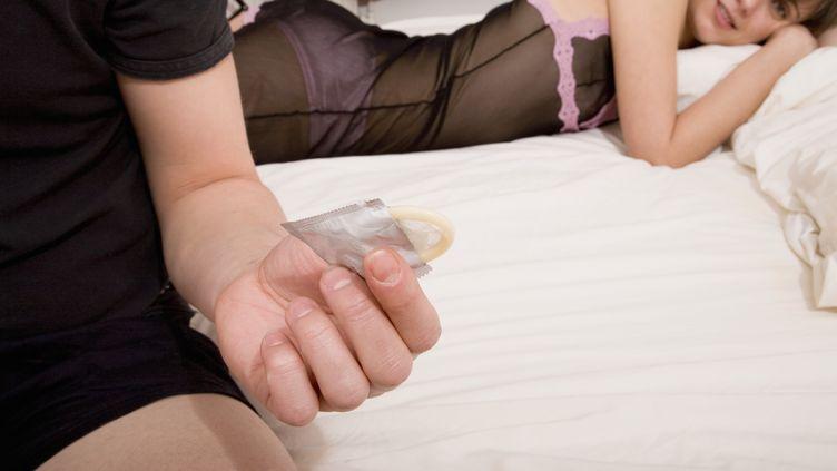 Les électeurs du comté de Los Angeles vont se prononcer le 6 novembre sur le port du préservatif par les acteurs de films porno. (FSTOP IMAGES / THE AGENCY COLLECTION / GETTY IMAGES)