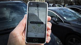 Selon cette étude de l'Ademe, avant 2010,les usagers utilisaient le taxi en moyenne 2,2 jours par mois, contre 0,5 aujourd'hui. (GEOFFROY VAN DER HASSELT / AFP)