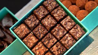Les chocolats d'une chocolaterie parisienne, le 2 août 2014. (PIERRE ANDRIEU / AFP)