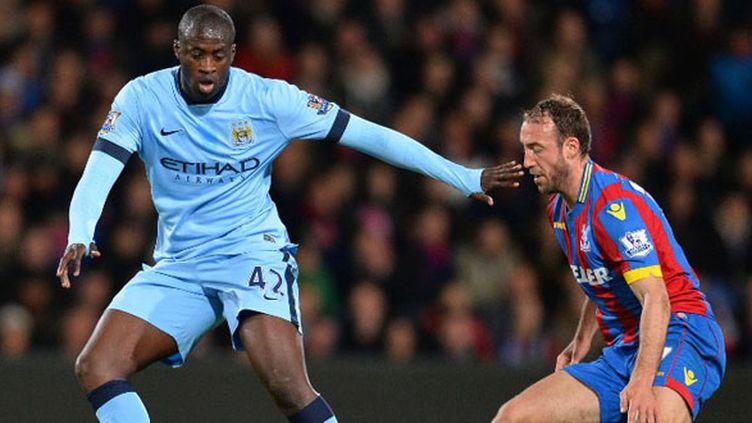 Le joueur de Manchester City Yaya Touré face à Glen Murray (GLYN KIRK / AFP)