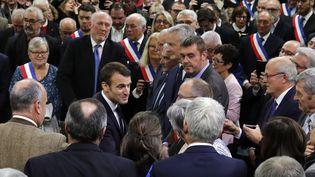 Le président de la République, Emmanuel Macron, arrive àGrand Bourgtheroulde (Eure) pour rencontrer des maires à l'occasion du lancement du grand débat national, le 15 janvier 2019. (PHILIPPE WOJAZER / AFP)