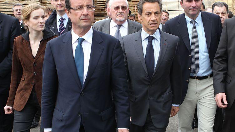François Hollande et Nicolas Sarkozy visitent une usine à Egletons (Corrèze), le 28 avril 2011. (CHESNOT / SIPA)