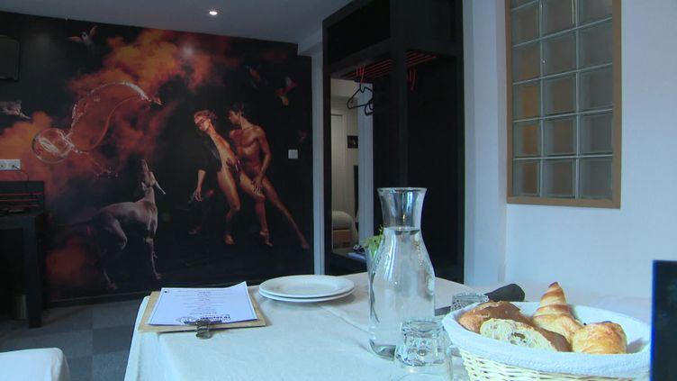À Strasbourg, un hôtel organise des brunchs en chambre en cette période de Covid-19. (Franceinfo)