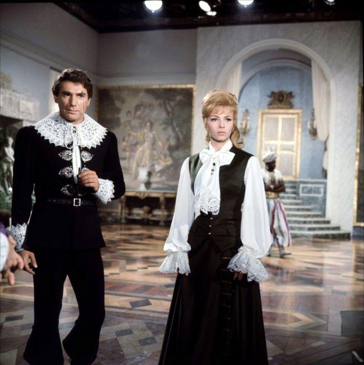 """Michèle Mercier et Robert Hossein dans """"Angélique Marquise des Anges"""" (1964) de Bernard Borderie. (COMPAGNIE INDUSTRIELLE ET COMMER)"""