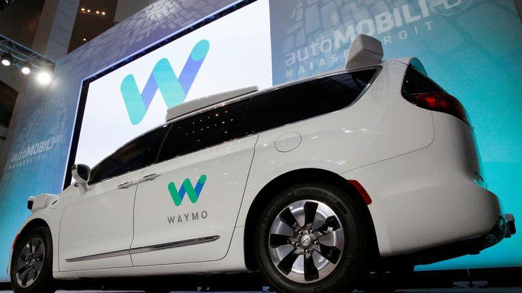 La voiture autonome de Waymo, propriété de Google, le 8 janvier 2017 lors d'un salon automobile organisé à Detroit (Michigan). (BRENDAN MCDERMID / REUTERS)