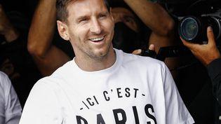 """Lionel Messi rejoint Kylian Mbappé et Neymar au Paris Saint-Germain pour former un trio """"Galactique"""" (ici le 10 août 2021). (SAMEER AL-DOUMY / AFP)"""