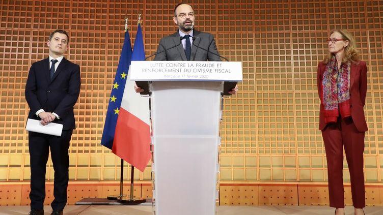 Le Premier ministre Edouard Philippe, entouré par le ministre de l'Action et des Comptes publics Gérald Darmanin et de la ministre de la Justice Nicole Belloubet, lundi 17 février à Bercy. (LUDOVIC MARIN / AFP)
