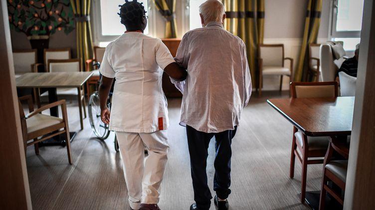 Un établissement d'hébergement pour personnes âgées dépendantes, à Paris, le 5 juillet 2018. (STEPHANE DE SAKUTIN / AFP)