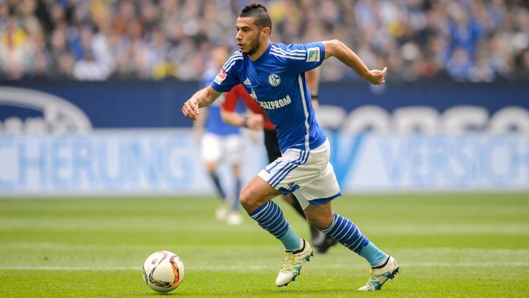 Younès Belhanda sous le maillot de Schalke 04 (THOMAS EISENHUTH / ZB)