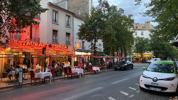 """La prolongation de l'extension des terrasses jusqu'en juin 2021 en raison de la crise sanitaire est """"une bonne nouvelle"""" pour les restaurateurs parisiens (photos d'illustration). (VALERIA EMANUELE / RADIOFRANCE)"""