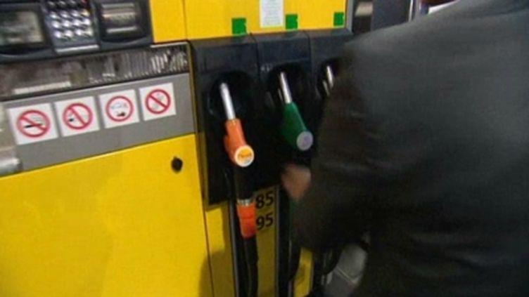 L'Ufip prévoit une baisse du prix des carburants pour mardi prochain. (F3)