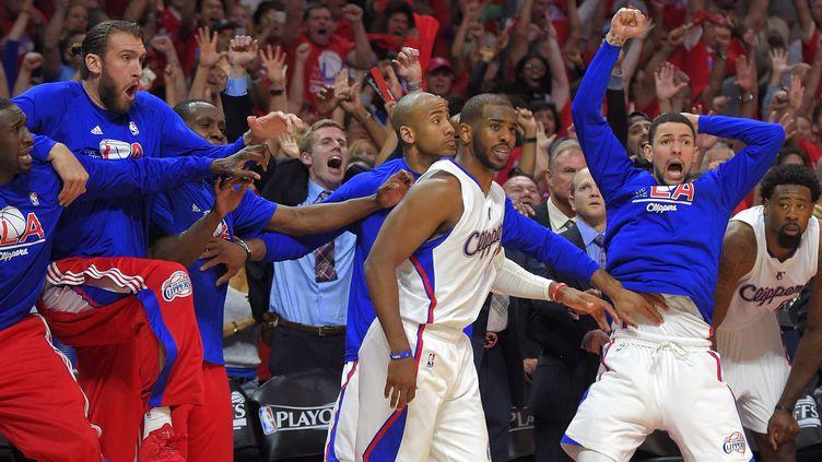 Chris Paul vient de marquer le panier de la victoire, devant le banc des Clippers qui exulte (MARK J. TERRILL/AP/SIPA / AP)