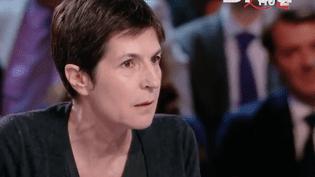 Christine Angot s'est emportée sur le plateau de l'Émission politique face à François Fillon le 24 mars. (Brut)