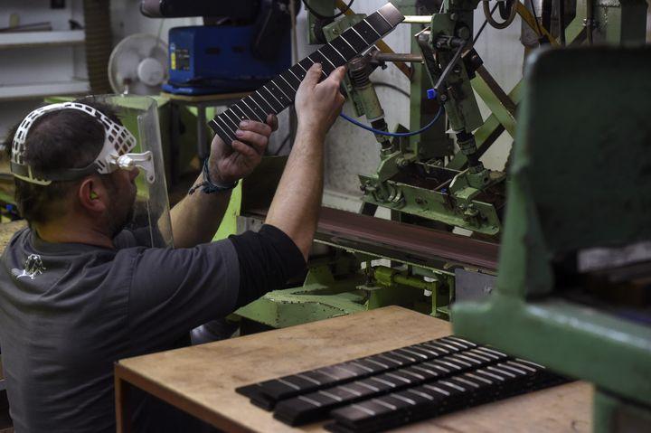 L'atelier de l'entreprise Furch, à Velke Nemcice en République Tchèque. (MICHAL CIZEK / AFP)
