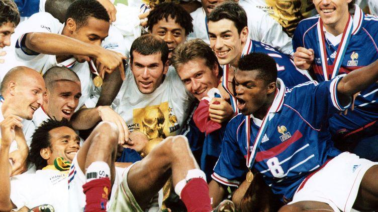 Les Bleus remportent la Coupe du monde de football, le 12 juillet 1998 au Stade de France (Saint-Denis). (LEEMAGE / AFP)