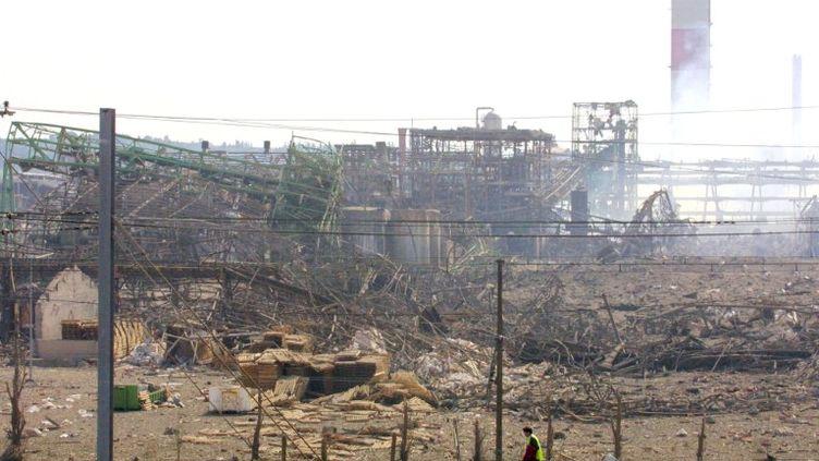 L'usine pétrochimique AZF dans la banlieue sud de Toulouse (Haute-Garonne) après la violente explosion du 21 septembre 2011. (PASCAL PAVANI / AFP)