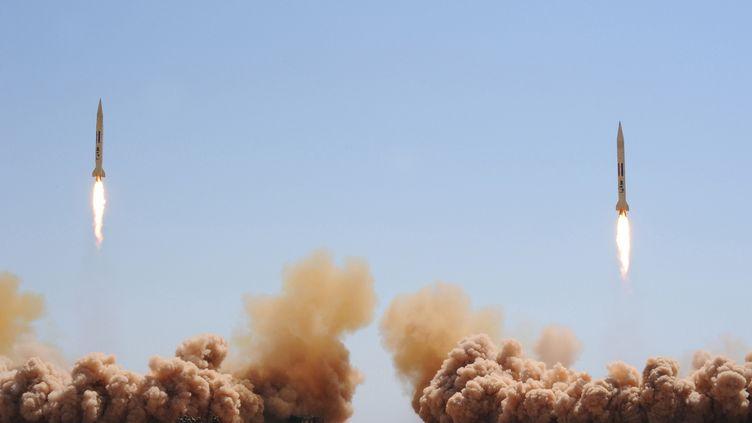 Techniquement, le régime syrien dispose d'un stock important d'armes chimiques, ainsi que d'un arsenal suffisant pour les utiliser, à l'image de ses missiles Joulan tirés lors d'un exercice, le 11 juillet 2012. (SANA / AFP)