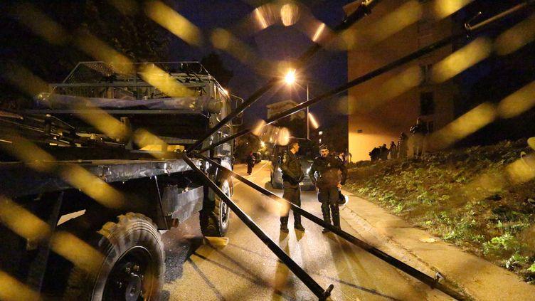 (Les forces de l'ordre maintiennent le calme à Ajaccio le 27 décembre 2015 ©maxPPP)