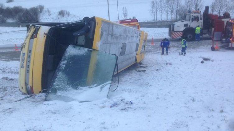 Deux personnes sont mortes, le 10 février 2016, dans l'accident d'un bus près deMontflovin (Doubs). (MAXPPP)