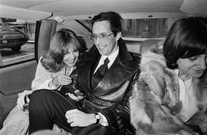 Jeanne Moreau (G) lors de son mariage à Paris avec William Friedkin (C), accompagnés d'Agnès Varda (D)  (AFP)