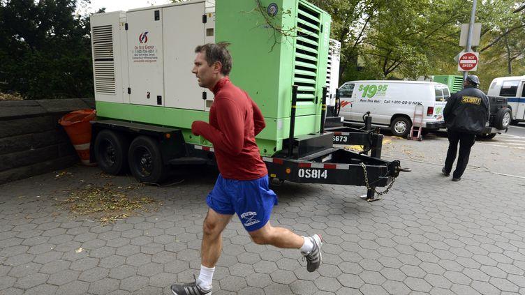 Un coureur à New York (Etats-Unis), le 2 novembre 2012. (TIMOTHY A. CLARY / AFP)