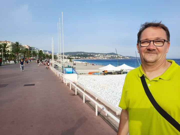 Jean-Claude Hubler, co-président de l'association Life for Nice, s'inquiète cinq ans après l'attentat de l'état psychologique des enfants, nombreux le soir de l'attentat. Il déplore un manque de sensibilisation dans l'Education nationale (FARIDA NOUAR / RADIO FRANCE)