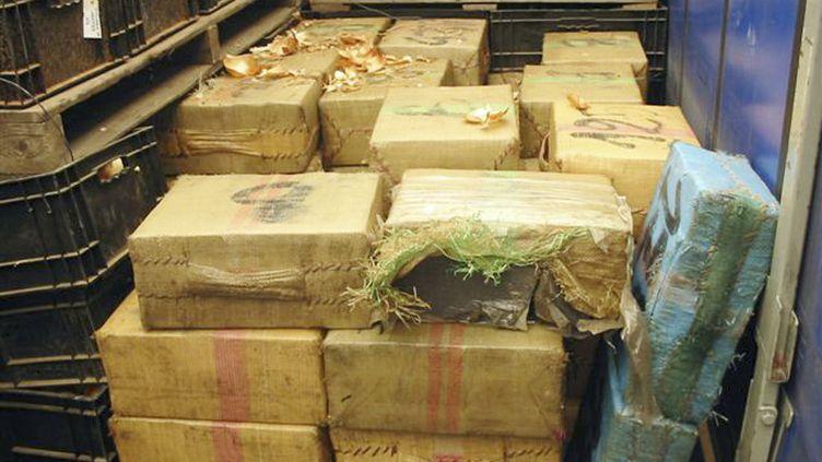 Saisie de plus de deux tonnes de cannabis, le 2 août 2006, au péage de Saint-Jean-de-Védas (Hérault). (DOUANE FRANCAISE / AFP)