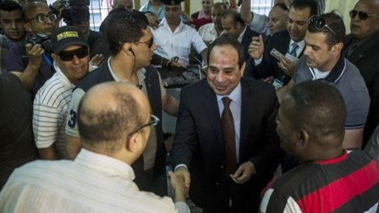 L'ancien chef des armées et homme fort de l'Egypte, le général al-Sissi, vote le 26 mai 2014 à l'élection présidentielle dont il est le favori. (AFP)
