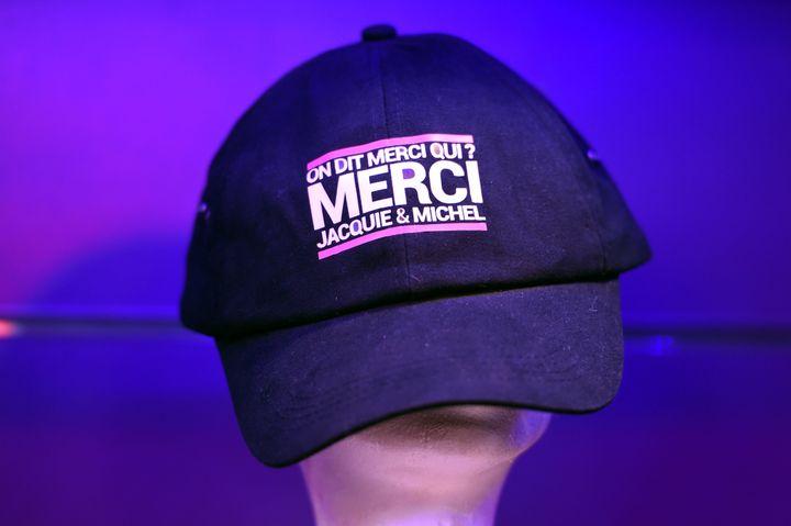 """Le slogan de Jacquie et Michel """"On dit merci qui ?"""" est repris sur une casquette, affichée lors de l'ouverture d'un sex-shop, le 28 mai 2016, à Nancy (Meurthe-et-Moselle). (MAXPPP)"""