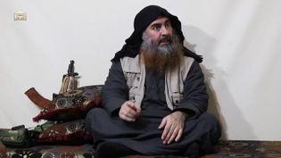 Le chef du groupe Etat islamique, Abou Bakr Al-Baghdadi, dans une vidéo de propagande diffusée en avril 2019. (AFP)