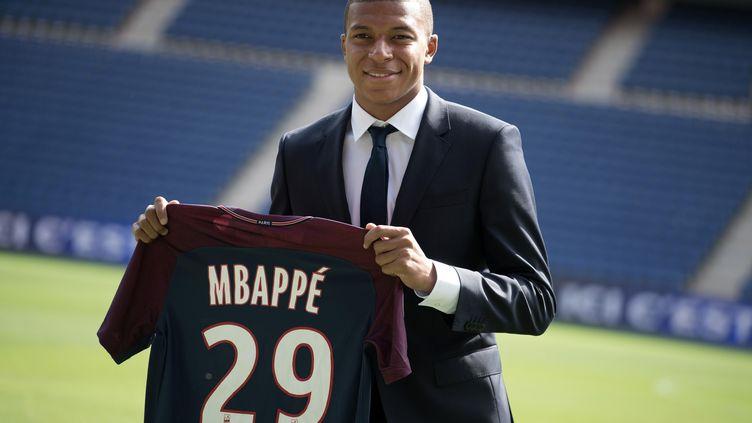 Kylian Mbappé, nouvel attaquant du Paris-Saint-Germain,a été présenté à la presse et aux supporters mercredi. (PHILIP ROCK / ANADOLU AGENCY)