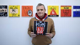 Le créateur Jean-Charles de Castelbajac à la galerie Magda Danysz à Paris  (STEPHANE DE SAKUTIN / AFP)
