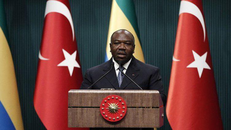 Le président Ali Bongo Ondimba à Ankara en 2015 (AYKUT UNLUPINAR / ANADOLU AGENCY)